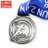 Nueva medalla corriente personalizada promocional creativa del abrelatas de botella del maratón de la acabadora del metal de encargo del diseño con la cinta