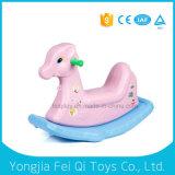 Conduite d'intérieur d'enfants de plastique animaux de modèle sur le cheval d'oscillation de jouets