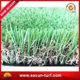 정원을%s 연약한 정원사 노릇을 하는 상록 인공적인 합성 뗏장 잔디