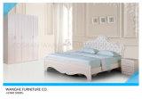 ヨーロッパ現代様式の革頭板が付いている白い固体ボードのベッド