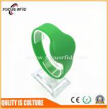 F08 pulsera del silicio de la viruta RFID con diverso color y la insignia impresos