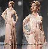 Ein Schulter-Spitze-hellrosa langes Abend-Kleid