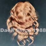Chiusura lunga dei capelli ondulati delle donne