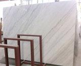 白い大理石またはカラーラの白い大理石または雲の白い大理石または彫像用の白い大理石または高貴で白い石