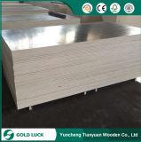 La melamina categoría E1 de paneles de encofrado de hormigón encofrado de madera contrachapada de 4X8.