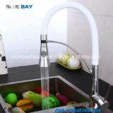 El mezclador sin plomo del fregadero de cocina del lavadero con saca el cromo del canalón del eslabón giratorio