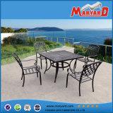 ダイニングテーブル6の椅子は屋外の芝生のヤードの庭の家具をセットした