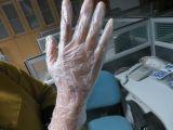 Удалите одноразовые медицинского класса изучение виниловых перчаток