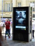 пол гостиницы 65inch стоя рекламирующ Signage LCD цифров