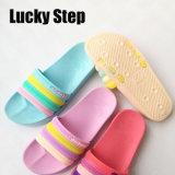 Четыре цвета EVA женщин обувь