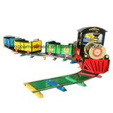 Oriente comboio eléctrico com a via para o parque de diversões