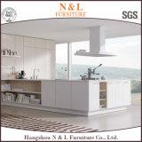 Mobilia di legno bianca della cucina dell'armadio da cucina di colore di stile moderno