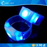 Wristbands infiammanti alimentati AAA luminosi eccellenti di 3PCS LED LED RFID (funzionamento 10hours)