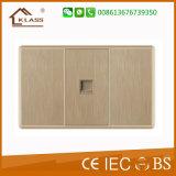 Сделано в стенной розетке штепсельной розетки Китая всеобщей втройне