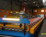 機械を形作る油圧切断4kwの秘密の共同屋根のパネルロール