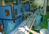Вода очищает машину упаковки системы дуя заполняя обозначая