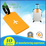Tag amarelo da bagagem do PVC com forma do vôo nela