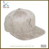 Disegno all'ingrosso i vostri Snapbacks ricamati cappello piano della pelle scamosciata del bordo di marchio
