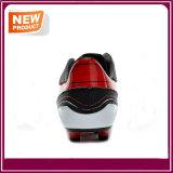 أسود لون نمو كرة قدم أحذية لأنّ عمليّة بيع