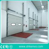 L'acciaio o il metallo ambientale automatico industriale ha isolato il sollevamento scorrevole di verticale rotola in su il portello sezionale del garage per il magazzino o i bacini di caricamento