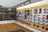 女性の靴の小売店の陳列台
