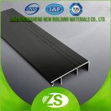 La zoccolatura si imbarca sulla scheda di bordatura dei coperchi dell'alluminio e del PVC