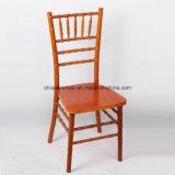 El color rojo de madera maciza Chiavari sillas Eventos Salón de baile al aire libre