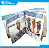 Stampa tutti i cataloghi di carta differenti dei vestiti