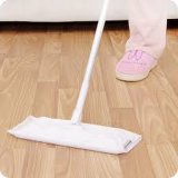 Fußboden, der Wegwerfwischer-Papier säubert