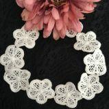 方法花の衣服のための化学刺繍のレース