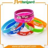 A annoncé le bracelet coloré en gros de silicones