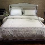 100%年の綿は明白で白い寝具セットの寝具セットを刺繍した