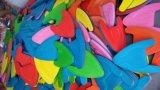 다채로운 널을 걷어차는 EVA 수영 운동