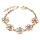 De gevlechte Gouden Armbanden van het Blad van de Kleur met het Kristal van de Luxe van Stenen