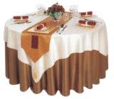Coperchio all'ingrosso della tavola rotonda di banchetto dell'hotel per la cerimonia nuziale