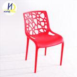 Nouvelle arrivée coloré en plastique empilables chaise de salle à manger du restaurant