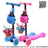 """O Ce aprovou o """"trotinette"""" do impulso dos miúdos com as flâmulas e a cesta coloridas do moinho de vento"""