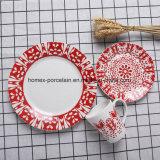 西部の普及した新式の陶磁器テーブルウェアはレストランのためにセットした