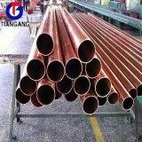 El tubo de latón pulido