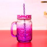 Volledige het Bespuiten en het Drinken van de Kruik van de Metselaar van het Glas van de Helft Bespuitende Fles