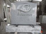Het Monument van de Baby van het graniet/de Grafsteen van de Zuigeling met de Gravure van de Vleugel