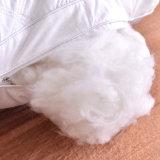 柔らかい品質によってキルトにされる枕を包装する綿