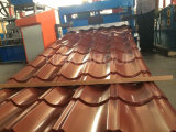 赤い艶をかけられたPPGIの屋根瓦に屋根を付ける旧式な波形の金属を着色しなさい