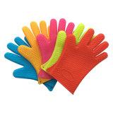 ハート形デザイン耐熱性オーブンのミットのシリコーンゴムの手袋の台所用品