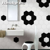 白い六角形はタイルの台所浴室の磁器の床タイルを砥石で研いだ