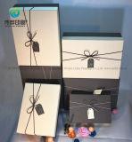 Kundenspezifischer cremefarbener Papppapier-Geschenk Printng Kasten mit verbindlichem Seil