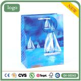 Sacs en papier bleus de cadeau d'art de bateau à voiles blanc de mode