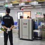 V160 aeroporto, scanner di rilevazione esplosivo tenuto in mano di Secutity del metal detector del sottopassaggio