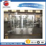 PLC制御を用いる中国の製造業者のペットボトルウォーターの洗浄の満ちるキャッピング機械