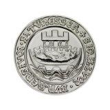 めっきされる光沢がある銀はきらめきの亜鉛合金の硬貨を遊ばす